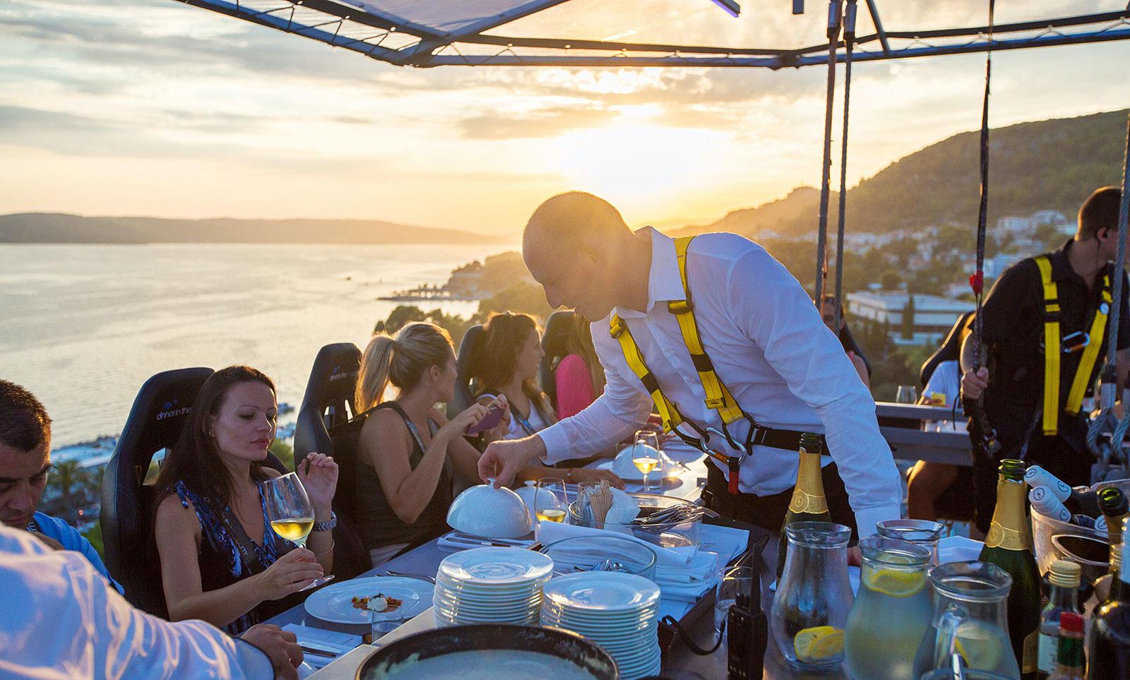 Dinner-in-the-sky-mallorca-dinner-im-himmel-sky-catering-mallorca-8