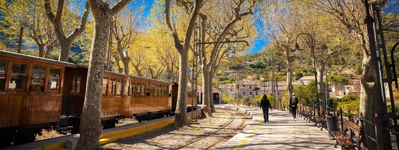 Historische Bahnfahrt mit dem Tren de Sóller